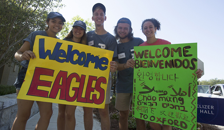 Greeters welcome first-year students to campus
