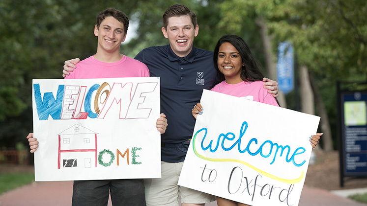Sophomores welcome first-year students to Oxford's campus.
